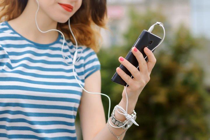 Dollarphotoclub_listentopodcast-1920x1280
